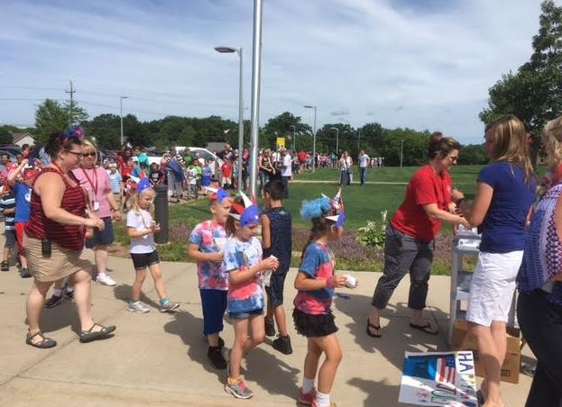 Shawano Kids Kick Off Fourth Of July With School Parade