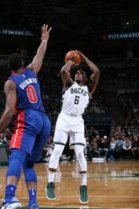 Bucks win fourth straight, end Pistons win streak