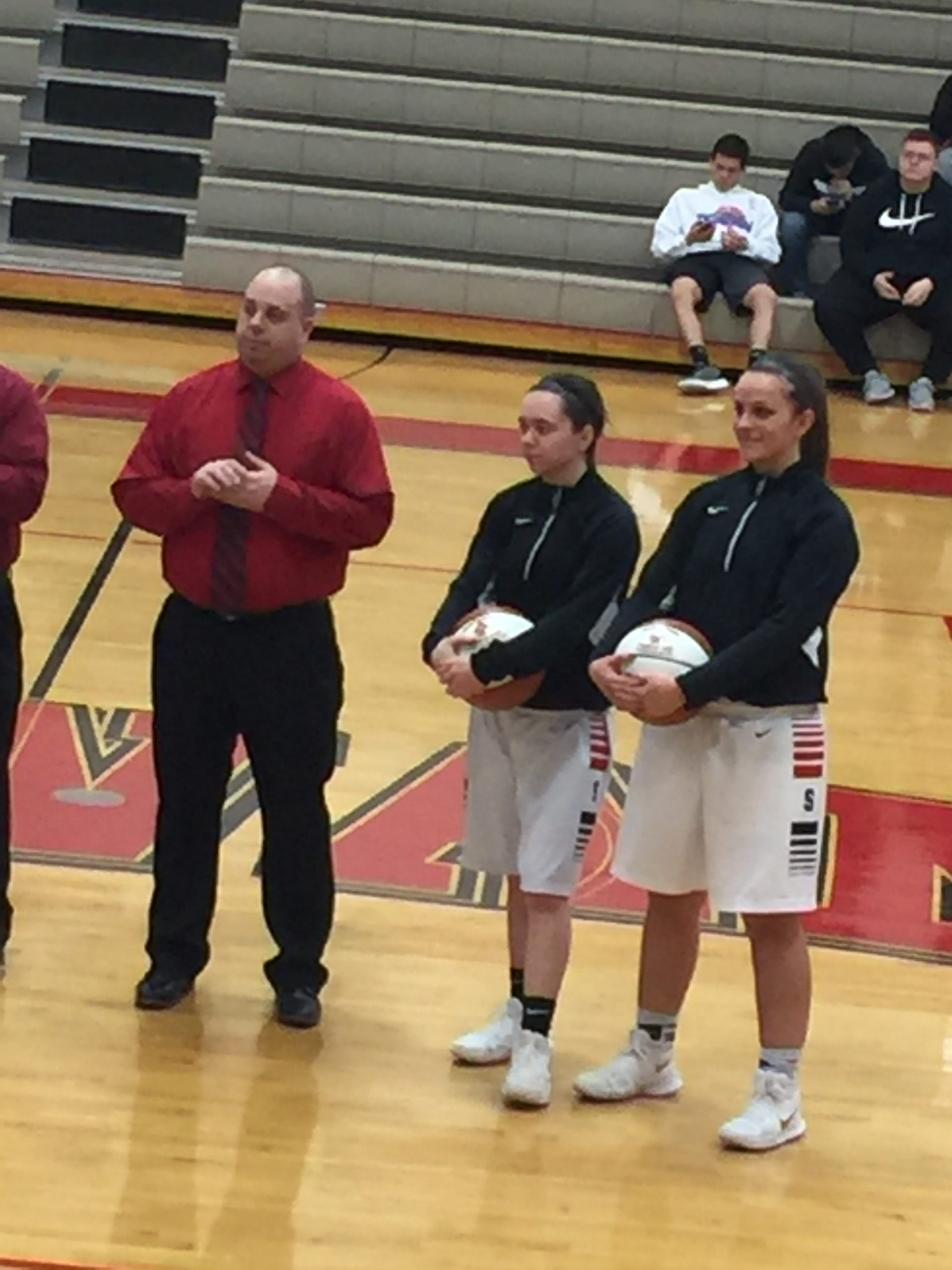 Shawano girls win on Senior Night