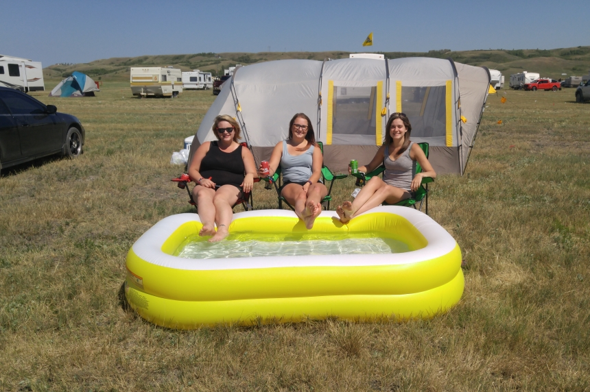 'Underwear all weekend:' beat the heat Country Thunder style