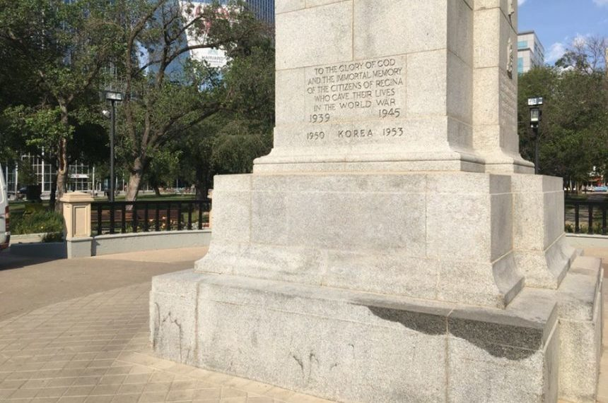 'Like nothing ever happened:' Regina man cleans Cenotaph