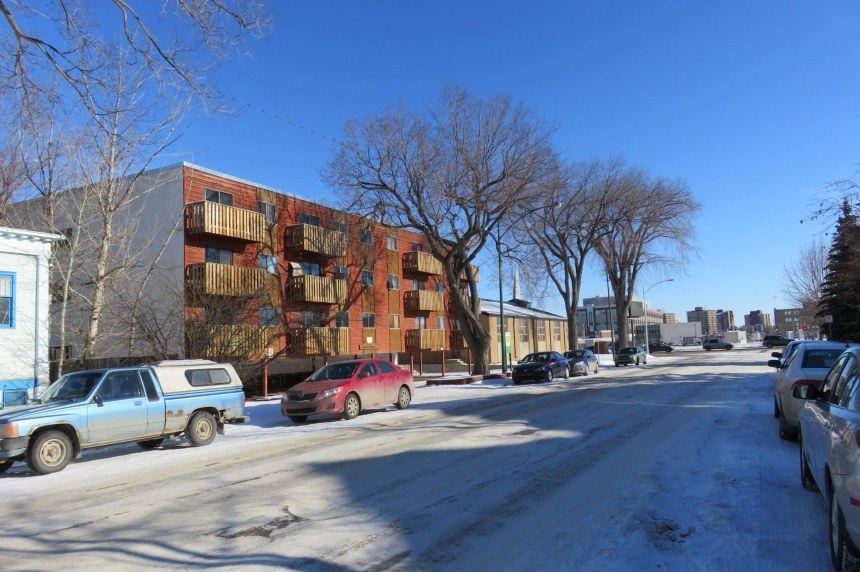 Early morning raid at Saskatoon apartment building nets 5 arrests