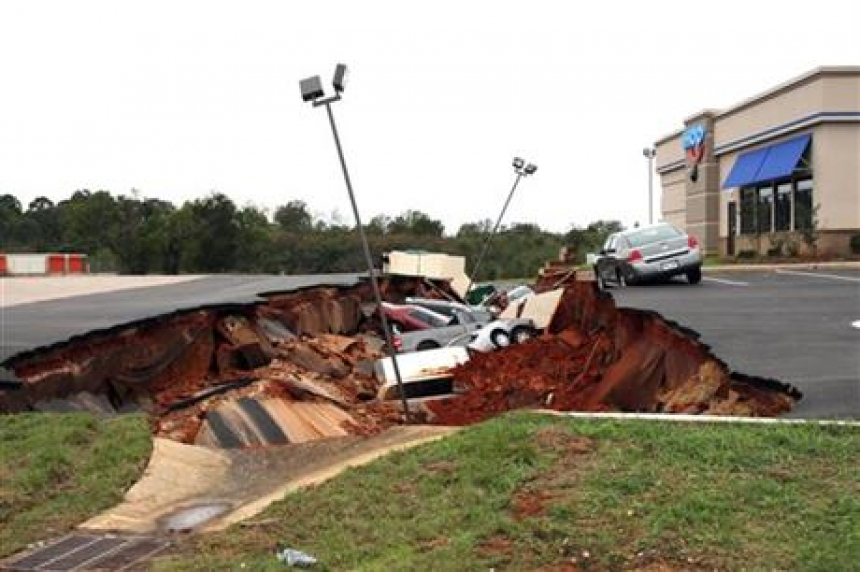Restaurant parking lot cave-in swallows 12 cars in Mississippi