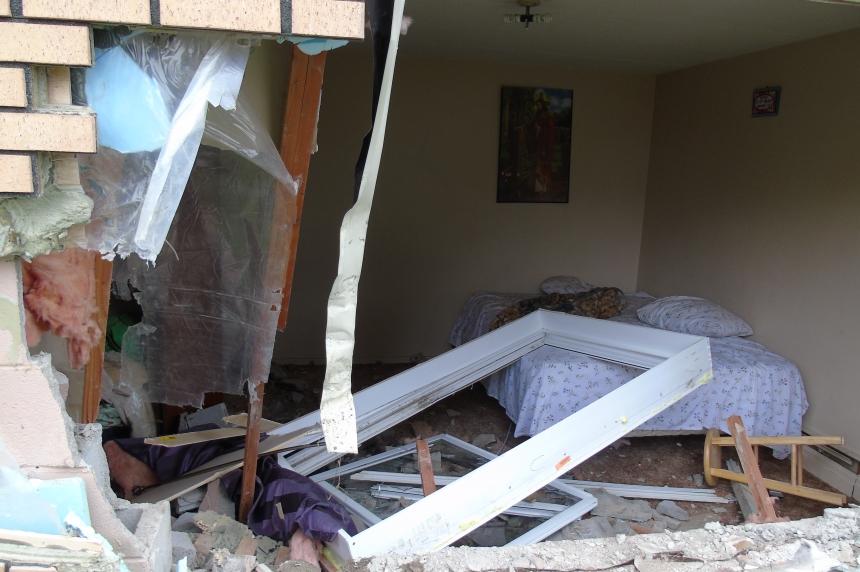 Van crashes into east Regina apartment building