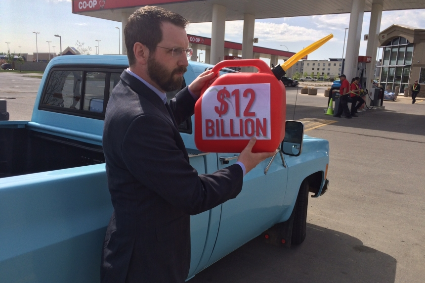Taxpayers' federation highlights gas tax ahead of long weekend
