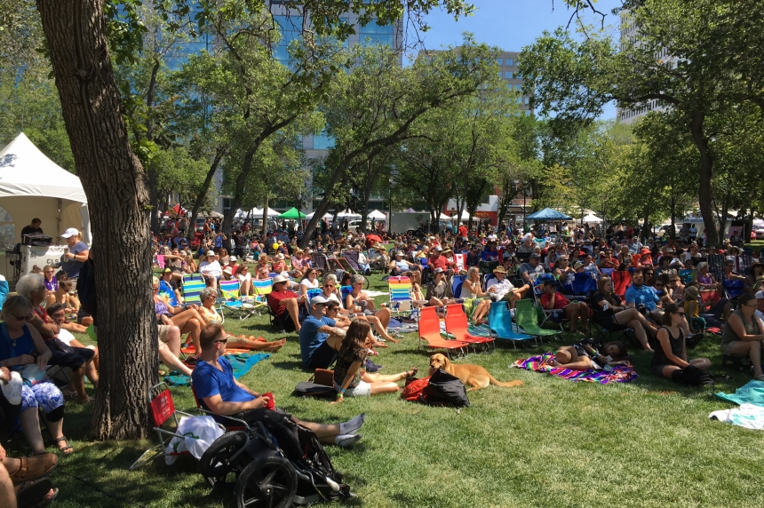 Large line ups at Regina Folk Festival as people try to get good seats