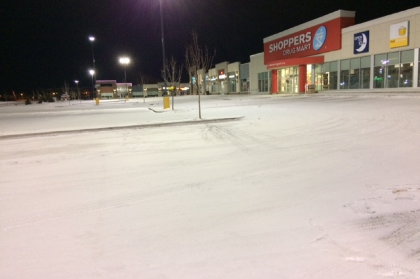 Armed robbery leaves Saskatoon police searching for lone suspect
