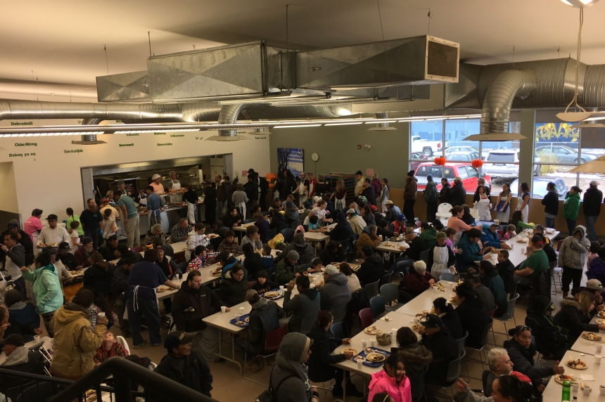 Friendship Inn packed for free Thanksgiving dinner