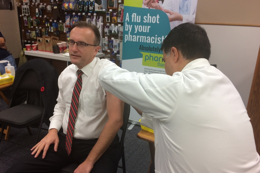 Health Minister gets shot to fight the flu