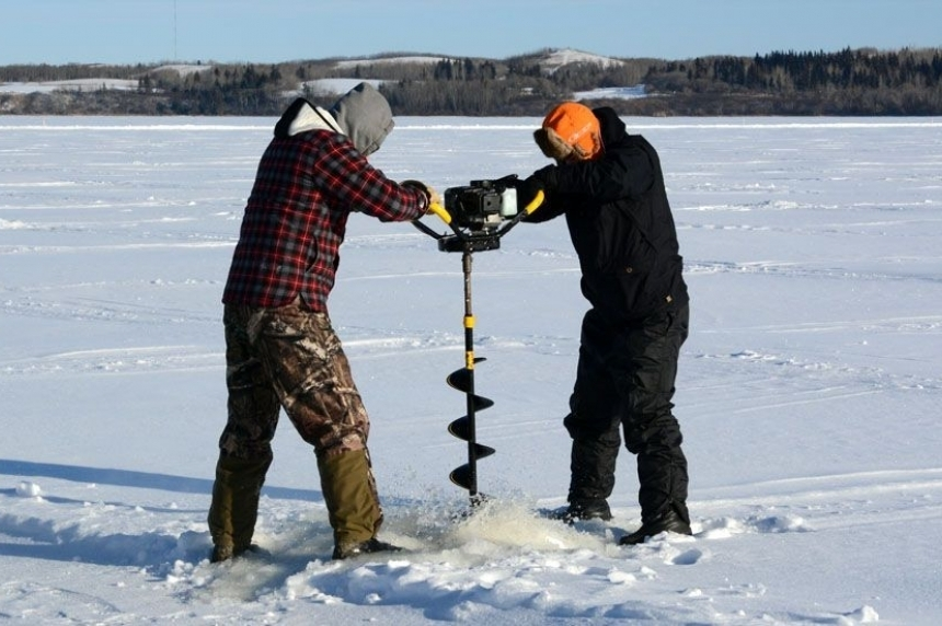 Environment Ministry urges anglers to check ice thickness