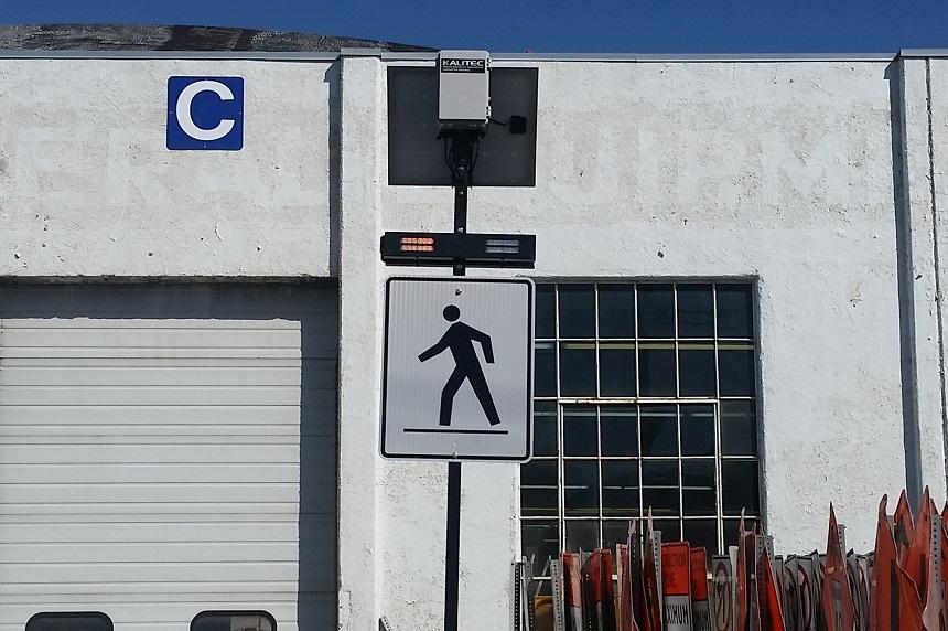 Solar-powered pedestrian lights being tested in Regina