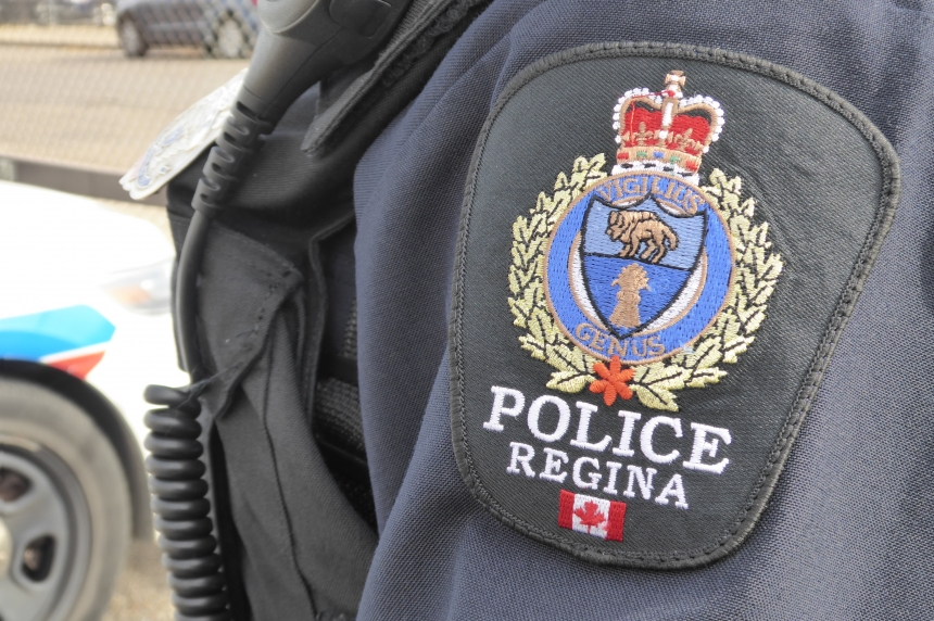 Police looking for suspects after Regina restaurant robbed