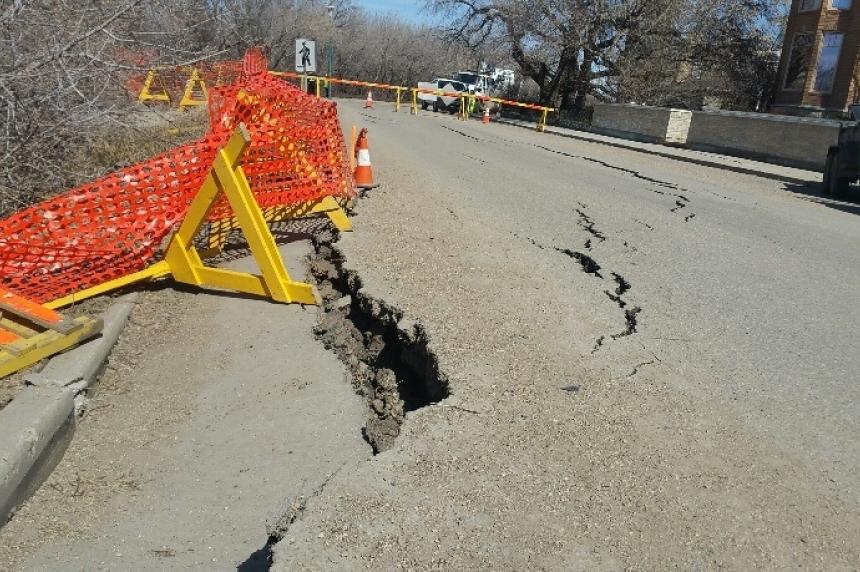 Slumping riverbank worsens as Saskatoon works on permanent fix