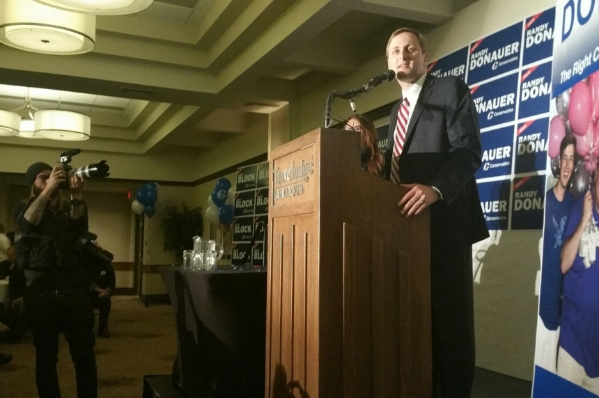 Conservative supporters celebrate local wins, commiserate over national loss in Saskatoon