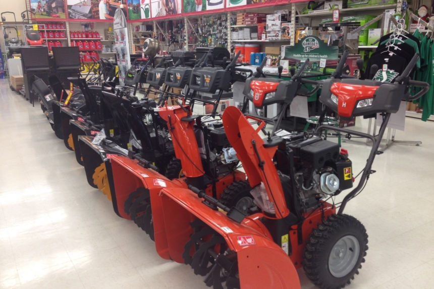 Reginans stock up on snow blowers ahead of 1st snowfall