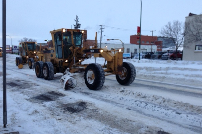 Regina road crews out early to clear snow