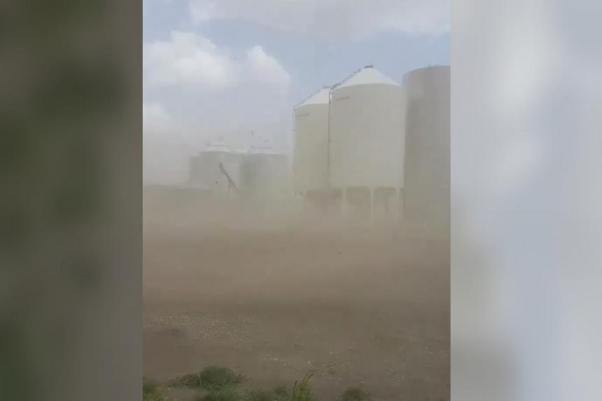 Thunderstorm, wind warnings as storms sweep across Sask.