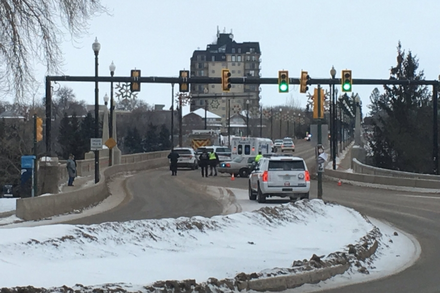Saskatoon man safe, traffic normal following Broadway Bridge incident