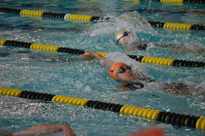 Olympic gold medal swimmer makes a splash with young swimmers
