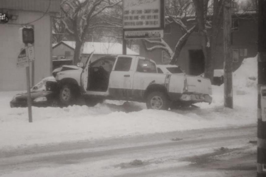 Driver arrested after crash on Saskatoon's 33rd Street