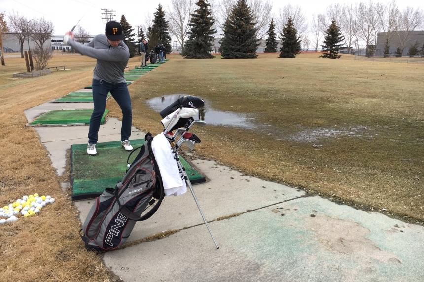 Signs of spring: driving range opens in Saskatoon
