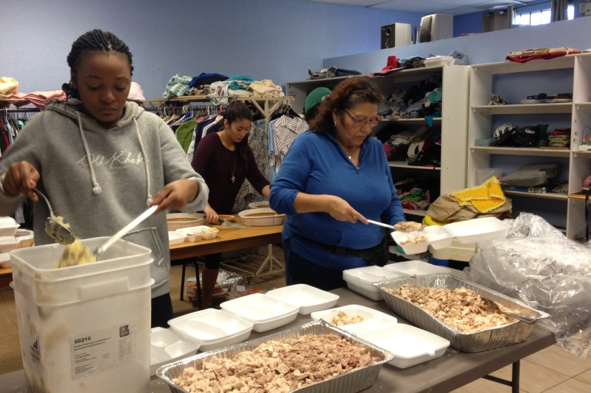 Carmichael Outreach serves Thanksgiving meal for those in need