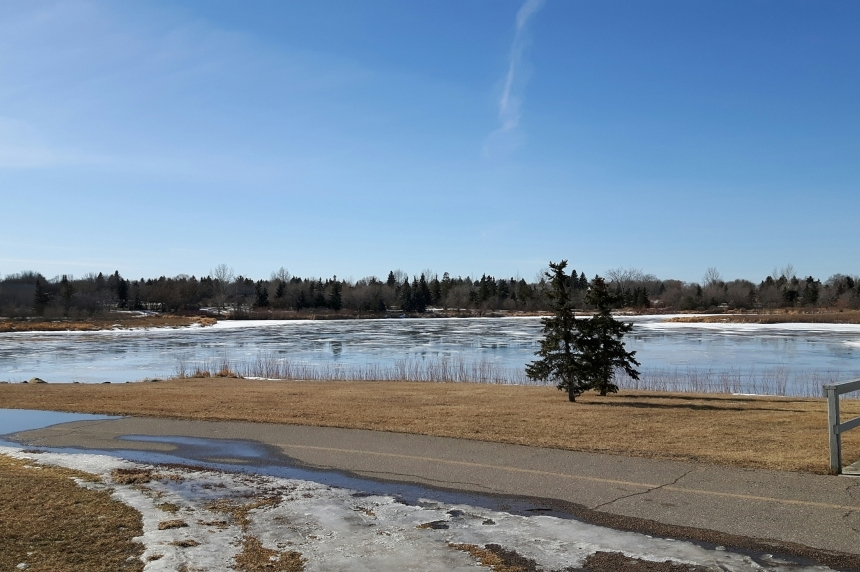 Warm weather rolls into southern Sask.