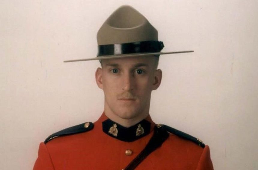 Nova Scotia Mountie killed after stopping to change motorists' tire in N.B.