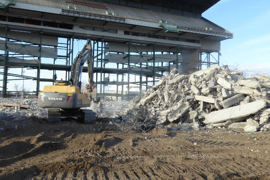 Demolition of west grandstand continues at Mosaic Stadium Oct. 24, 2017. (Adriana Christianson/980 CJME)