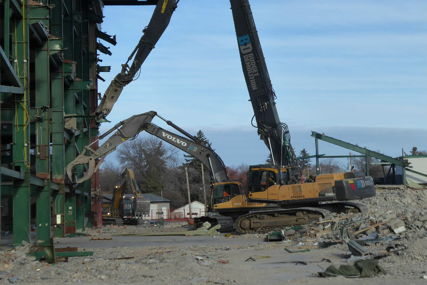 Back hoes dismantle west grandstand during Mosaic Stadium demolition Oct. 24 2017. (Adriana Christianson/980 CJME)