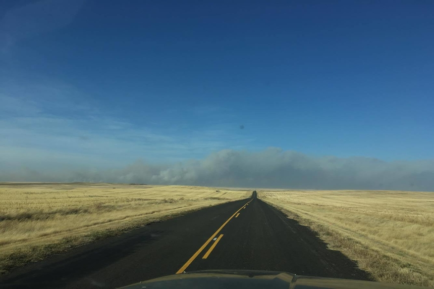 Photos of the smoke from the wildfire near Burstall, Sask. can be seen south of Richmond on Oct. 17, 2017. (Juanita Hysuick)