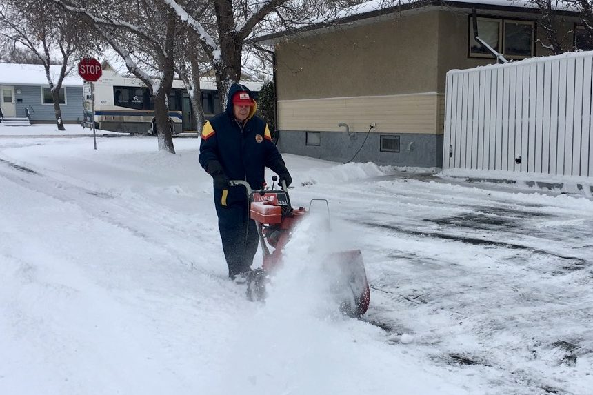 'It's too early:' Regina resident on first heavy snowfall