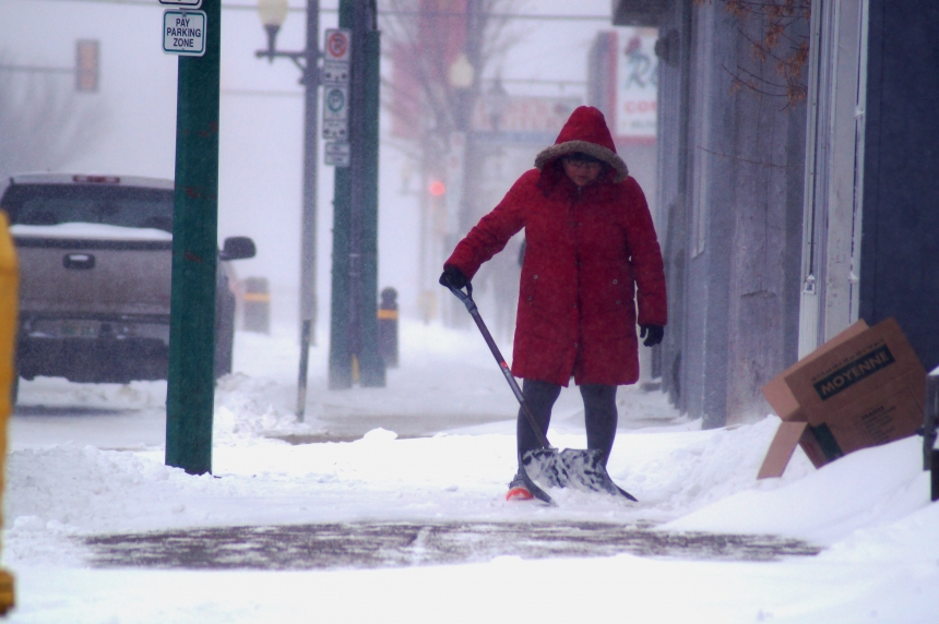 Snow, wind arrive to start December in Regina