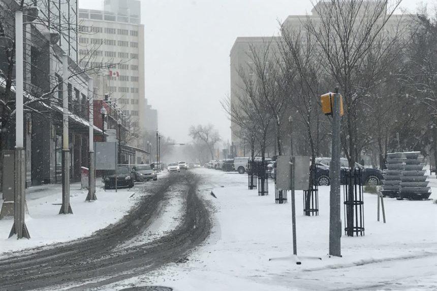 1st serious snowfall creates chaos on Sask. highways, roads