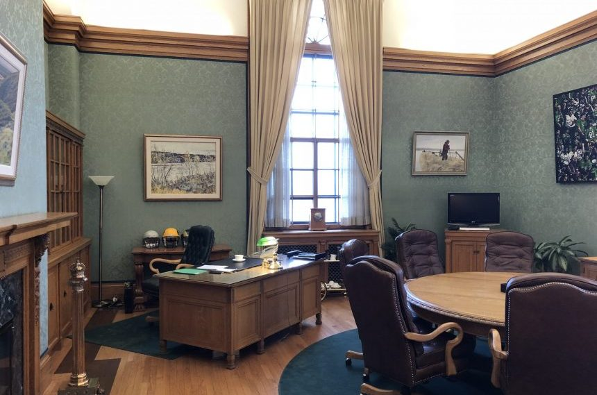 Brad Wall chairs last cabinet meeting, empties office