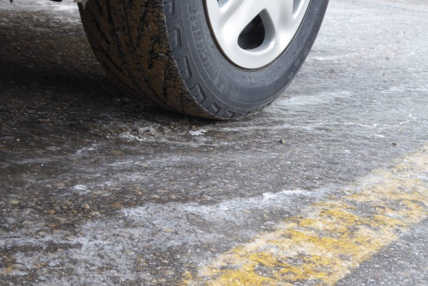 Regina city crews tackling icy roads, sidewalks