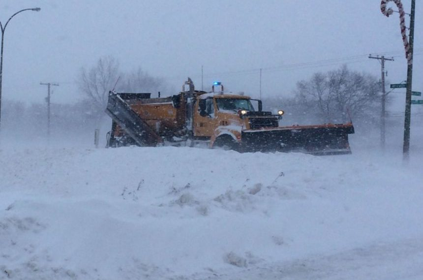 Section of Moose Jaw's Main Street closed to store snow