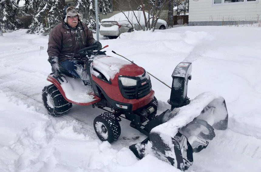 Regina man uses homemade snowblower to clear entire block