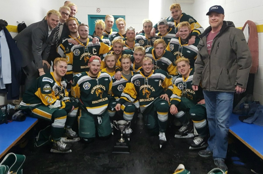 North Dakota hockey teams show support for Humboldt Broncos