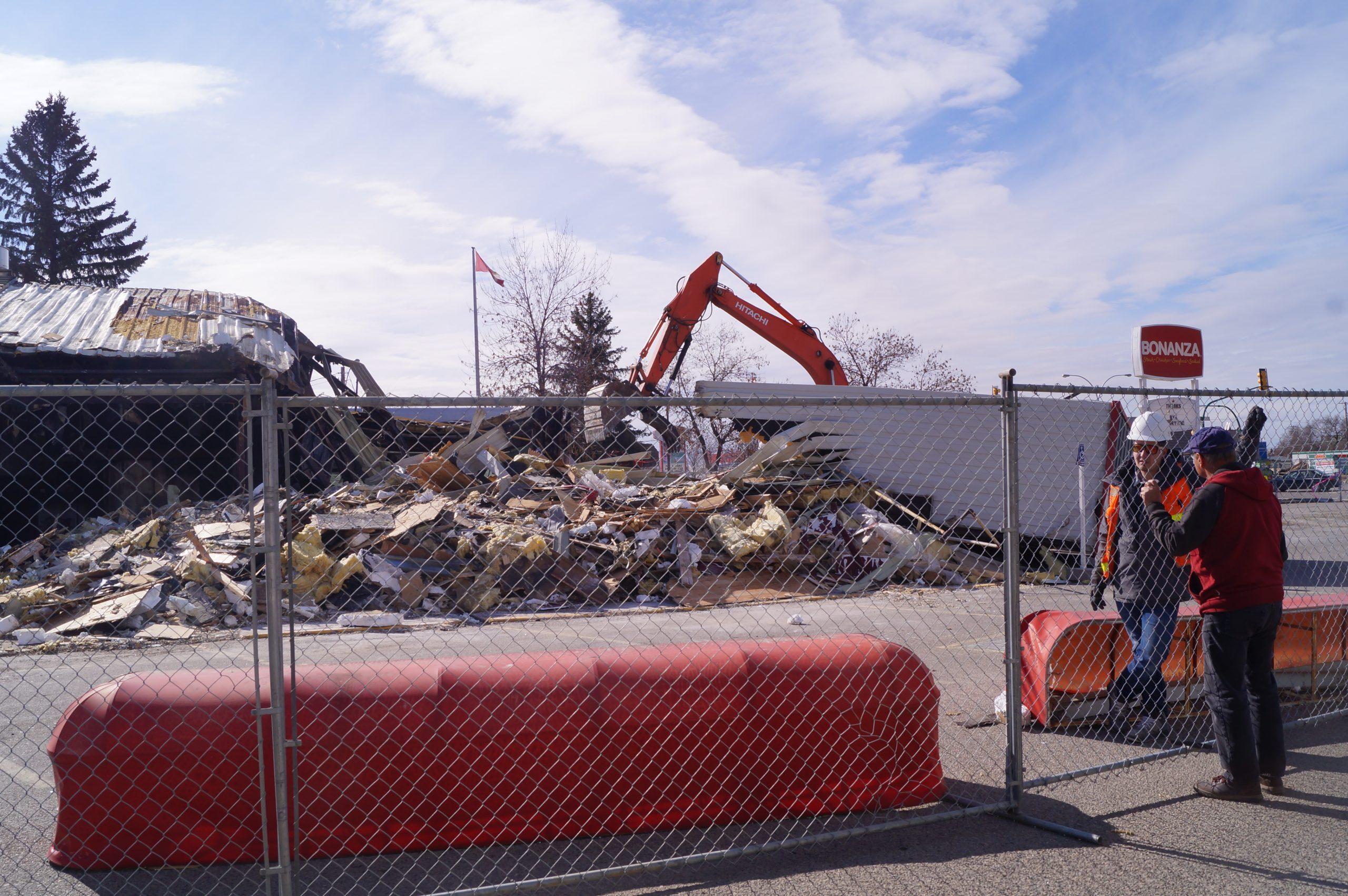 Demolition begins at Bonanza Steakhouse