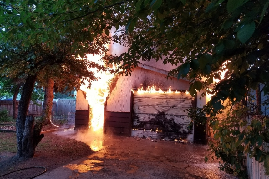 Crews respond to early morning garage fire in Saskatoon