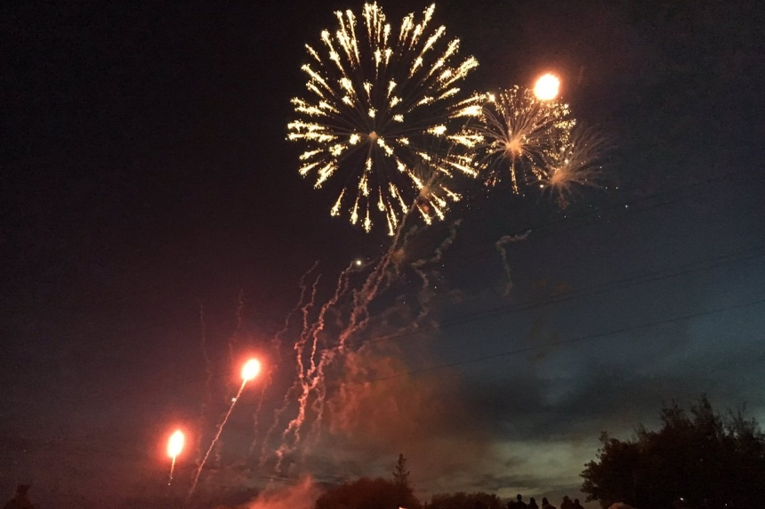 Canada 150: Thousands take in Saskatoon fireworks display