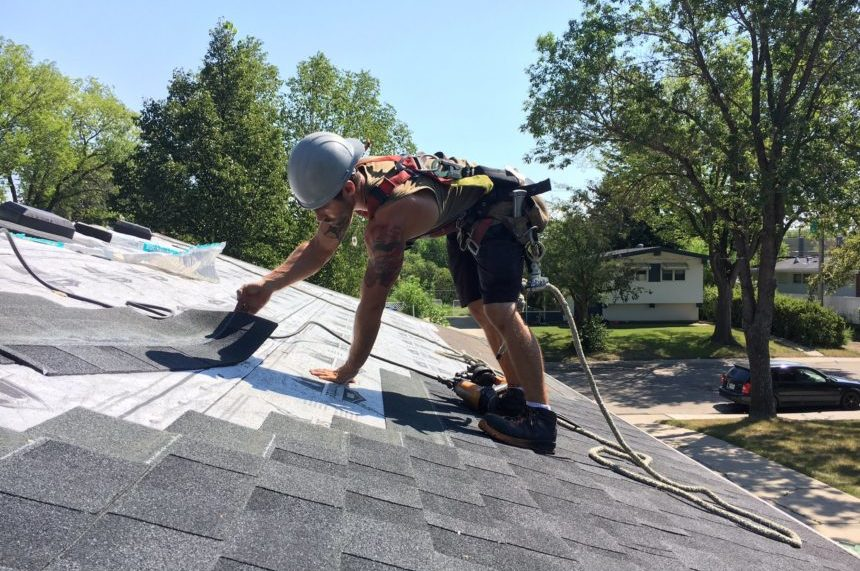 Roofers among workers sweating out Sask. heat wave