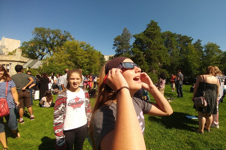 Children, students and others used a variety of methods to view the solar eclipse at the University of Saskatchewan observatory on Aug. 21, 2017. (Chris Vandenbreekel/650 CKOM)