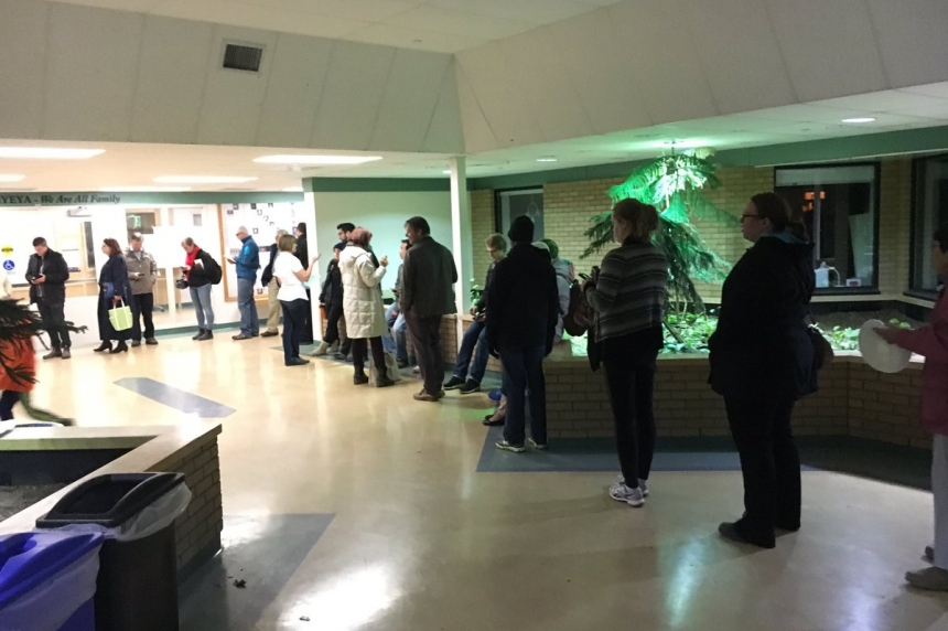 Long lines, late night as Saskatoon voters turn out to polls