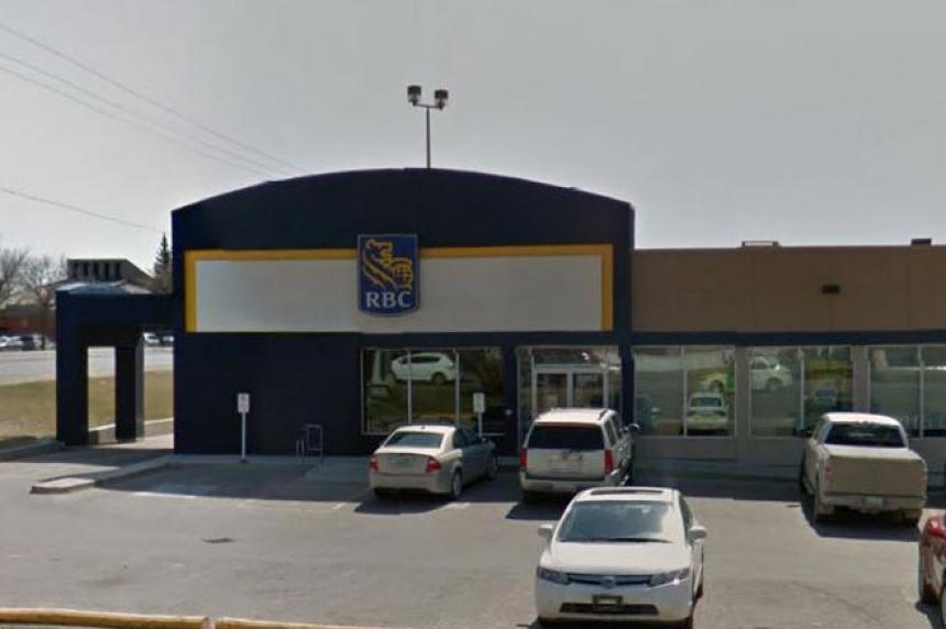 Regina bank robbed at gunpoint