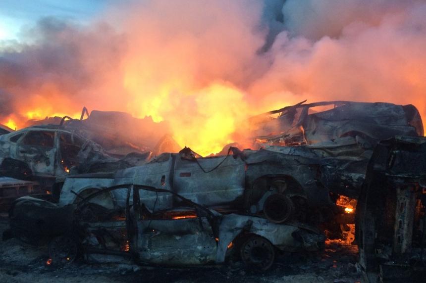 Massive fire at Saskatoon auto wrecking yard