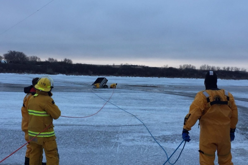 Thin ice: Sask. drivers warned after truck falls into river