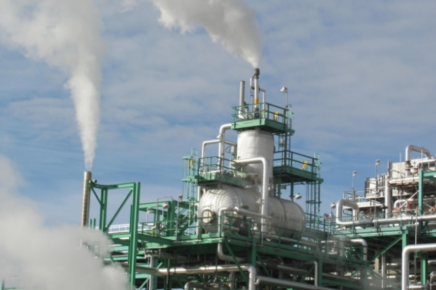 Co-op refinery workers prepare for potential lockout