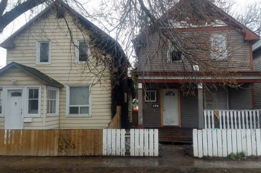 Pair of fires damage neighbouring homes in Saskatoon